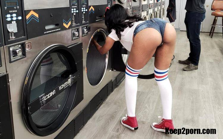 Jenna Foxx - Thick Laundromat Lust [TeamSkeet, Thickumz / HD / 720p]