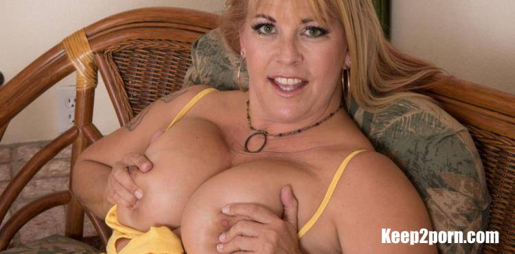 Joclyn Stone (50) - Curvy Joclyn Stone has a body for fun and a hairy pussy to die for [Mature.nl, Mature.eu / FullHD / 1080p]