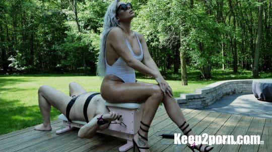 Goddess Becky - Outside Relaxing On The Smother Box [BratPrincess.us / FullHD 1080p]