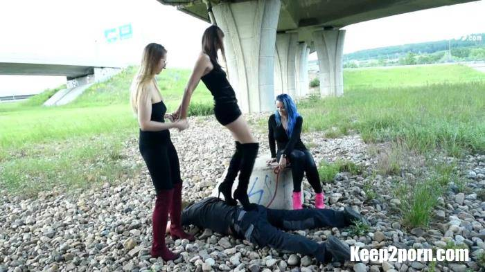Walking A Foot Slave Dog Out With Her 2 Friends [CzechSoles / FullHD 1080p]