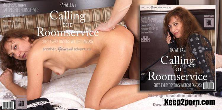 Rafaella (47) - Mature Rafaella wanted some extra roomservice from her toyboy [Mature.nl / HD 720p]